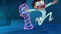 S1E14 Star's lamp attacks Marco