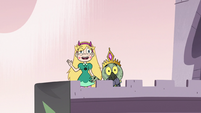 S3E7 Star Butterfly waves to Marco and Moon