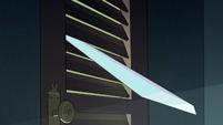 S2E1 Star jams her sword in the closet door
