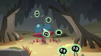S2E20 Buff Frog's tadpoles playing around Boo Fly