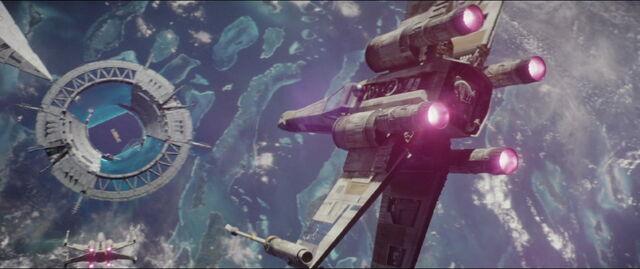 File:X Wing heading toward the sheild gate.jpg