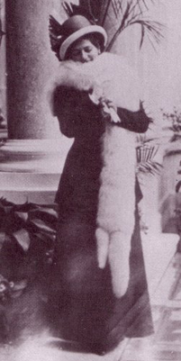 File:MH in Furs at Montecarlo.jpg