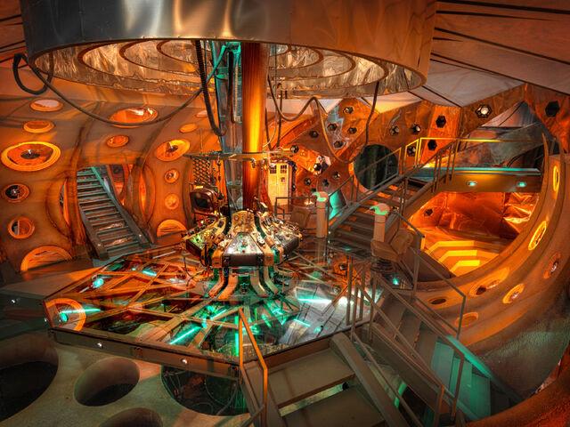 File:TARDIS 01.jpg