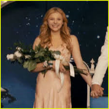 File:Carrie 2013 prom queen.png