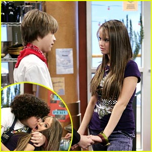 File:Debby-ryan-cole-sprouse-couple.jpg