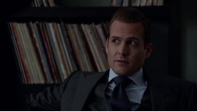 File:S01E03P27 Harvey.png