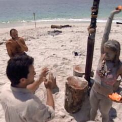 Kelly wins her fourth and final individual Immunity Challenge.