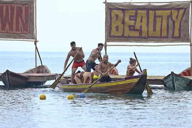 File:Gondol kaoh rong wooden ships.jpg