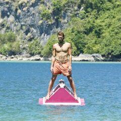 Reynold competing in <i>Bermuda Triangle</i>.