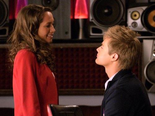 File:Simone and Toby flirt.jpg
