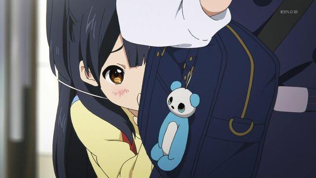 File:Anko hiding behind Tamako.jpg