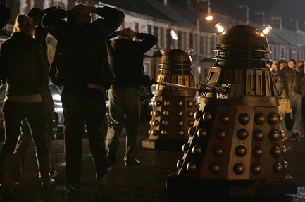 File:Daleks enslaveing.jpg