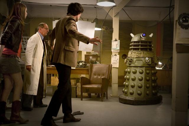 File:Doctor faces down dalek.jpg
