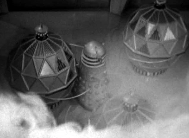 File:Dalek fighting Mechanoids.jpg