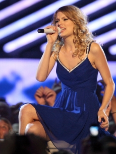 File:Taylor Swift 2009 Country music awards.jpg