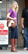 Taylor swift 74210 celebutopia taylor swift wearing boots while waiting outside jerry61s deli 14 122 553lo YekIhf7 sized