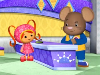 File:Door Mouse and Milli.png