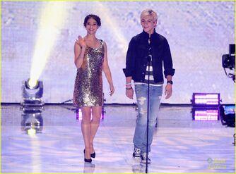 Teen Choice Awards 2013 Ross and Maia (6)