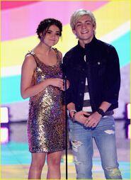 Teen Choice Awards 2013 Ross and Maia (5)
