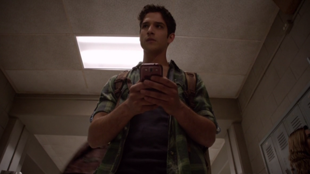 File:Teen Wolf Season 3 Episode 7 Currents Tyler Posey Scott hears a tap tap tapping.png