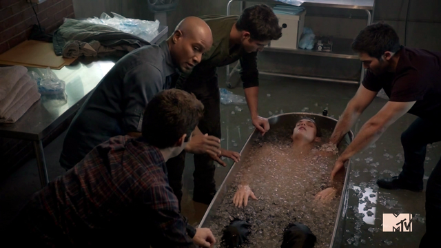 File:Teen Wolf Season 3 Episode 2 Daniel Sharman Tyler Posey Dylan O'Brien Tyler Hoechlin Seth Gilliam Animal Clinic Ice Bath.png