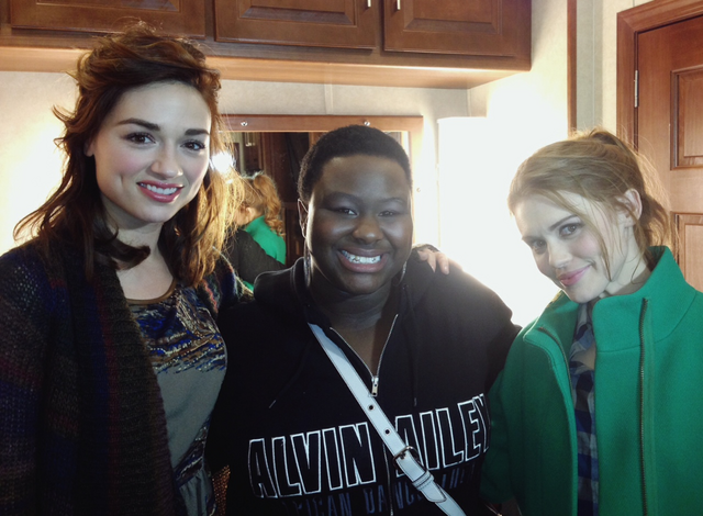 File:Teen Wolf Wikia Season 3 Behind the Scenes Crystal Reed Shantal Rhodes Holland Roden.png