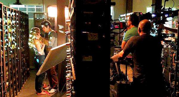 Datei:Teen Wolf Behind the Scenes LA Times Set Visit Dylan O'Brien.png