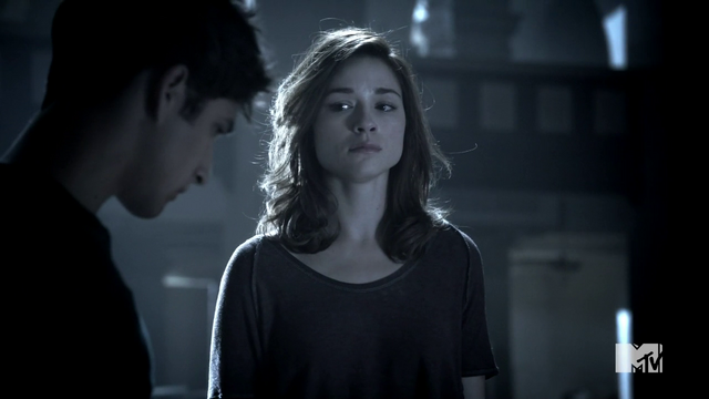 File:Teen Wolf Season 3 Episode 3 Fireflies Crystal Reed Allison Argent learns the truth about her mom.png