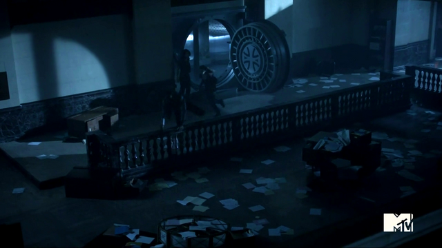 File:Teen Wolf Season 3 Episode 2 Boyd and Cora Escape the Bank.png