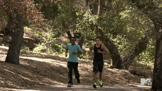 Datei:Teen Wolf Season 4 Episode 6 Orphaned Mason and Liam run.png