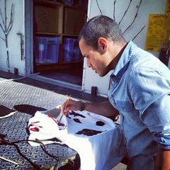 Daniel Flores créer des marques de sang pour une scène