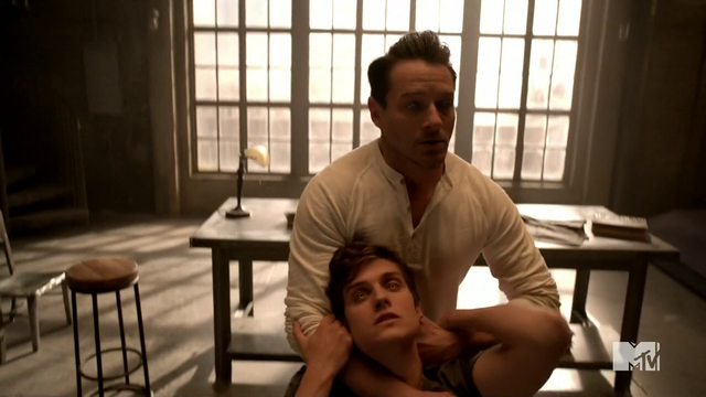 File:Teen Wolf Season 3 Episode 2 Ian Bohen Daniel Sharman Claws to the back of the neck.png