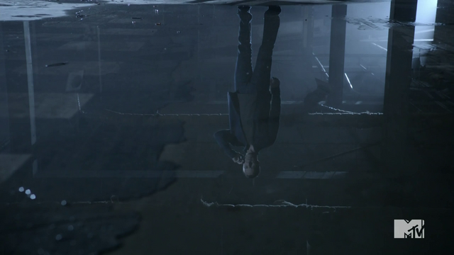File:Teen Wolf Season 2 Episode 6 Motel California JR Bourne Chris Argent reflecting in the Mall.png