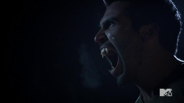 File:Teen Wolf Season 3 Episode 3 Fireflies Tyler Hoechlin Derek Hale Roar.png