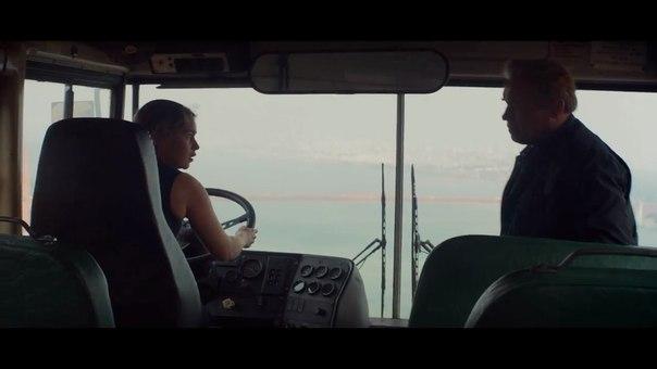 File:Tg-sarah-film-pops-seatbelt.jpg