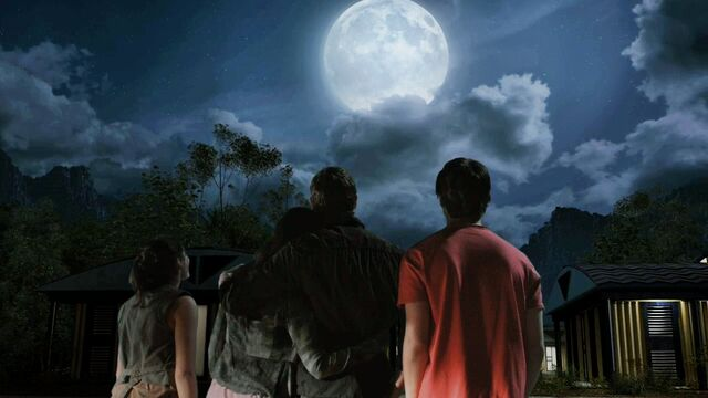 File:ShannonFamily gazing at the moon.jpg