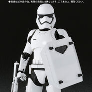 Star wars first order stormtrooper shield baton by sh figuarts 7