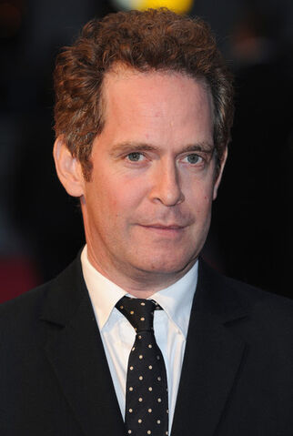 File:Tom+Hollander+Invisible+Woman+Premieres+London+alpUZu-1-Sfl.jpg