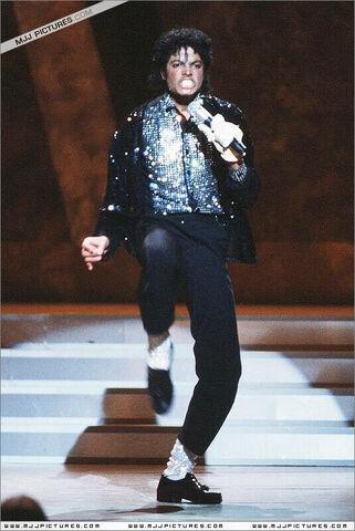 File:Motown-25-Yesterday-Today-Forever-michael-jackson-7198716-535-800.jpg