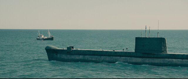 File:Vinciguerra submarine & fishing boat.jpg