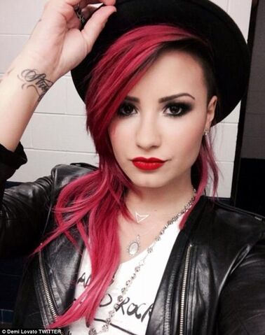 File:Demi Lovato with pink hair.jpg