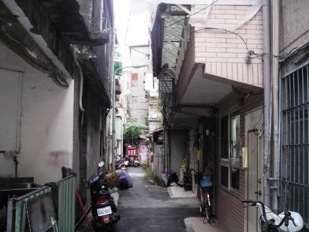 File:RabbitTempleAlley.JPG
