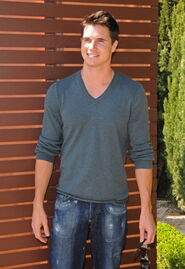 Robbie Amell 159