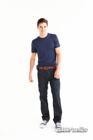 Robbie Amell 078