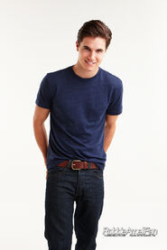 Robbie Amell 139