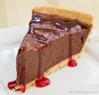 File:Cherry-chocolate-mousse-pie.jpg