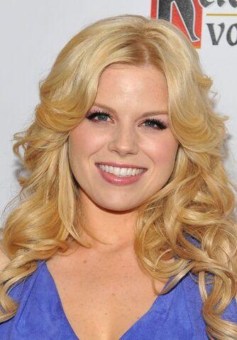 File:Megan-Hilty-Long-Blonde-Loose-Curly-Hairstyle.jpg