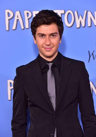 File:Nat-wolff-paper-towns.jpg