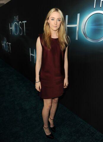 File:Saoirse-Ronan---The-Host-premiere-in-Hollywood--11-560x772.jpg