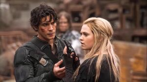 The-100-4x01-Clarke and Bellamy